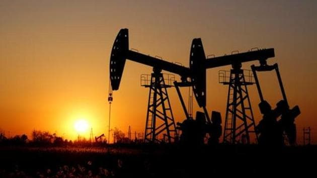 Brent crude dipped 10 cents, or 0.2%, to $43.24 a barrel by 0041 GMT while US West Texas Intermediate (WTI) crude was at $41.24 a barrel, down 5 cents.(Reuters image)