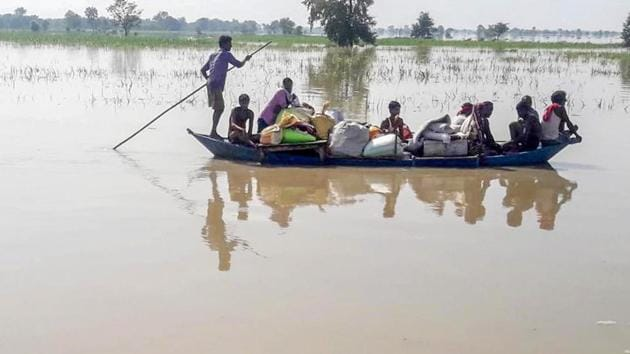 Villagers cross a flood affected area on a boat as they move towards a safer place in Gopalganj district of Bihar on Tuesday.(PTI)
