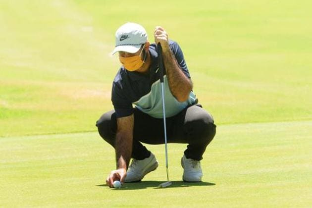 Professional golfer Shubhankar Sharma during practice at Chandigarh Golf Club.(Keshav Singh/Hindustan Times)