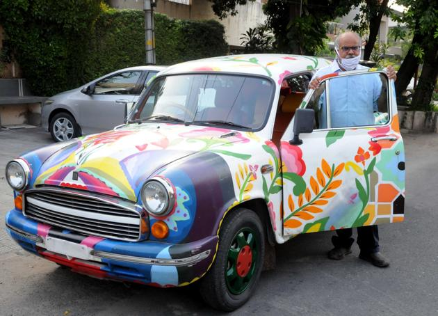 The car that sparked a debate: Advocate Ranjit Malhotra with his Ambassador.(Hindustan Times)