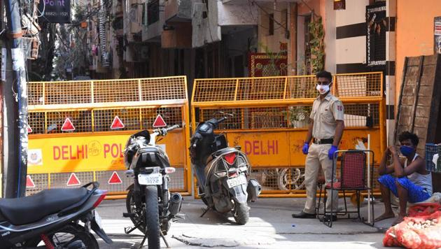 The Delhi government had been demanding changes in the containment zone norms as some restricted areas in the city were under a complete lockdown for three-four months with a large number of people forced to stay indoors, a senior government officer said.(Raj K Raj/HT PHOTO)