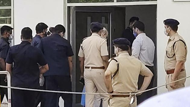 Union Home Minister Amit Shah enters Medanta Hospital to be admitted after testing postive for Covid-19 on Sunday.(PTI PHOTO.)