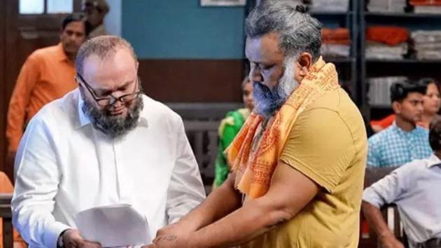 Anubhav Sinha and Rishi Kapoor on the sets of Mulk.
