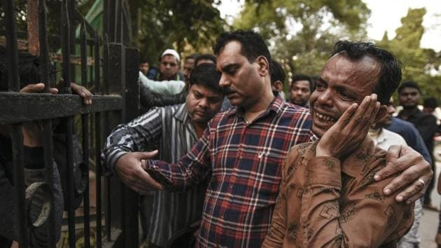 A family member of a worker mourns after the fire at a plastic factory at Anaj Mandi took at least 43 lives, outside a mortuary, Lok Nayak Jai Prakash Narayan Hospital, in New Delhi.(Burhaan Kinu/HT PHOTO)