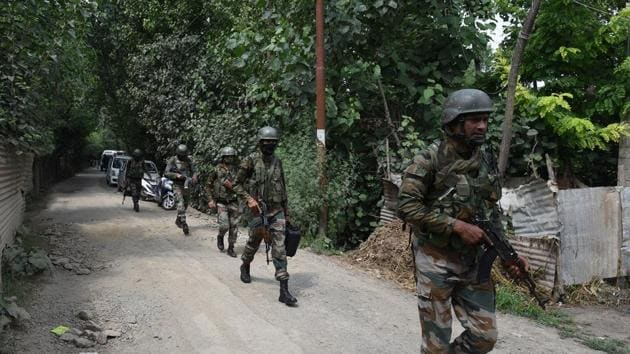 Indian Army and Jammu and Kashmir Police have launched a massive search operation in Kulgam and Shopian districts to locate a Territorial Army solider who is suspected to have been abducted.(Representative image/HT PHOTO)