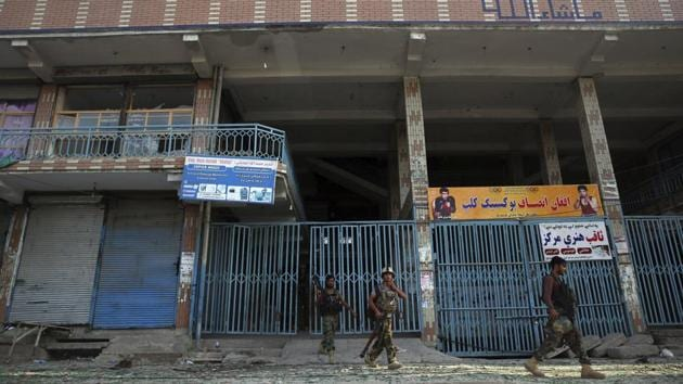 Afghan security personnel leave a building where insurgents were hiding during their attack on the prison in the city of Jalalabad, east of Kabul, on August 3.(AP File Photo)