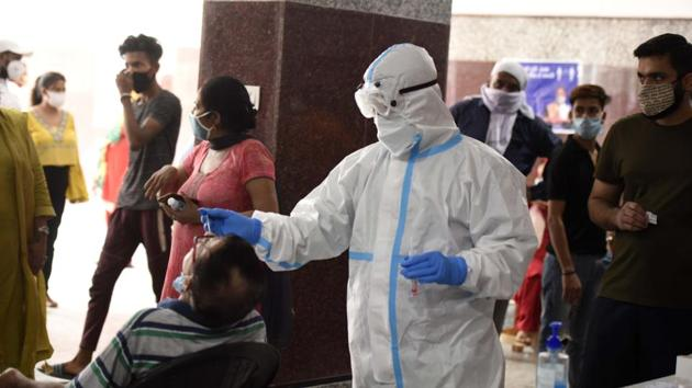 India has continuously scaled up testing to reach 15,568 tests per million as on Wednesday.(HT Photo)