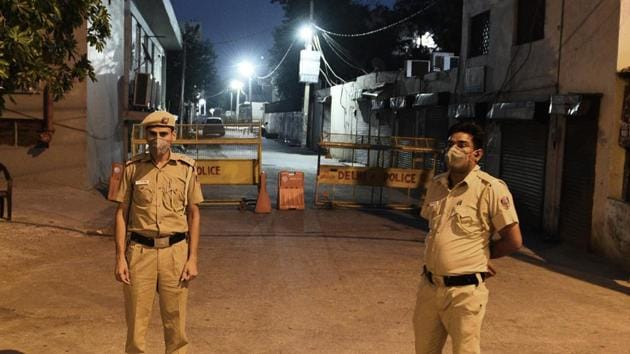 A police officer associated with the investigation said it seems that the two friends had a scuffle with the robbers.(Vipin Kumar/HT file photo. Representative image)