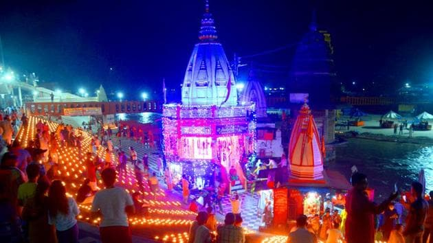 People lit earthen lamps at Har ki Pauri on the occasion of foundation laying ceremony of Ram temple at Ayodhya, in Haridwar on Wednesday.(ANI)