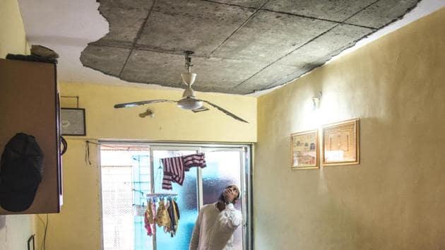 The concrete slab fell on Meena Solanki (30) and Praveen Solanki ( 16) at around 5 am on Friday.(Satyabrata Tripathy/HT Photo (Representative Image))