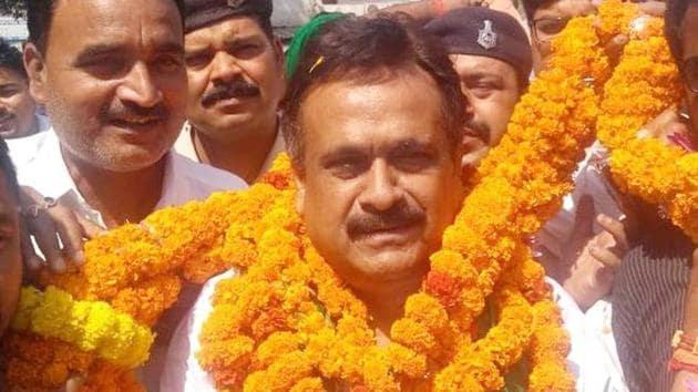 Rashtriya Janata Dal (RJD) MLA Tej Pratap Yadav's father-in-law, Chandrika Rai during election campaign, from Saran Lok Sabha constituency in Chapra, Bihar.(HT file photo)