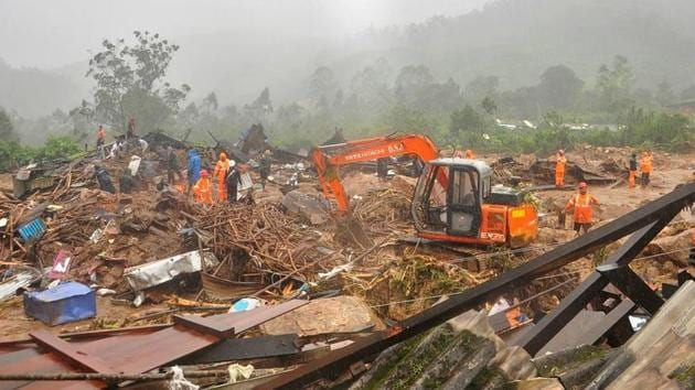 Rescue workers look for survivors at the site of a landslide during heavy rains in Idukki, Kerala on August 7, 2020.(Reuters Phot o)