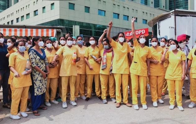 Nurses protesting against long duty hours and other grievances at SPS Hospital in Ludhiana on Sunday.(HT Photo)