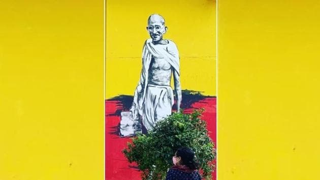 A mural of Mahatma Gandhi painted at an incarceration facility by the artists of Delhi Street Art and the prison inmates.(Photo: Instagram/delhistreetart)