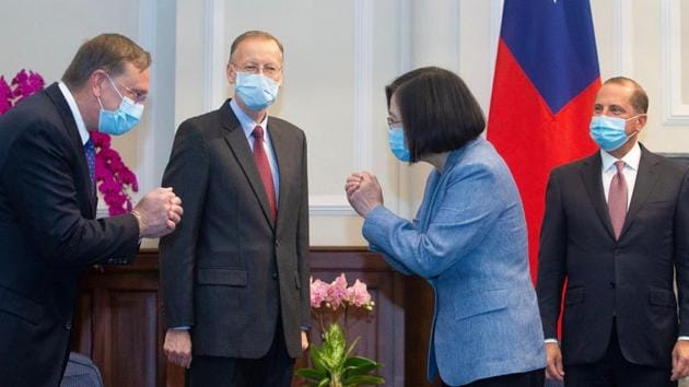 Taiwan's President Tsai Ing-wen (2nd R) and US Secretary of Health and Human Services Alex Azar (R)at the Presidential Office in Taipei.(AFP)
