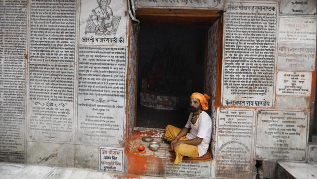 A sadhu rests at Hanuman Garhi Mandir in Ayodhya, in the Indian state of Uttar Pradesh.(AP)