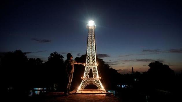Paris of the Caribbean:Havana, Cuba gets its own Eiffel Tower. See pics