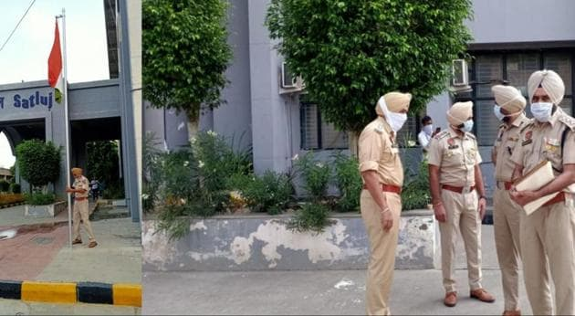 A policeman putting up a new Tricolour in the Moga district administrative complex after two miscreants took away the National Flag, while police investigate the incident on Friday morning.(HT Photos)