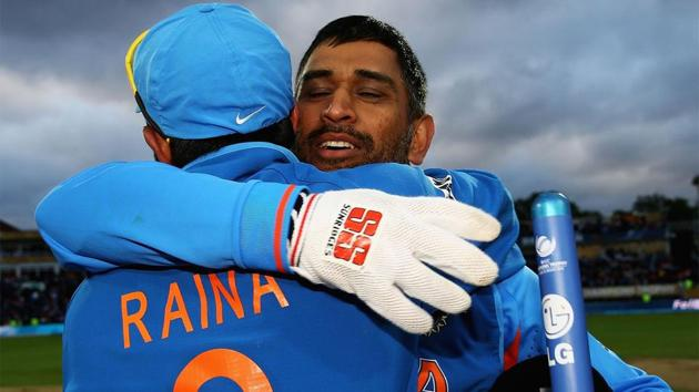 Suresh Raina and MS Dhoni after India won the 2013 Champions Trophy.(Getty Images)