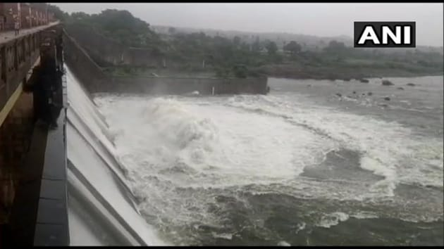 The Godavari has wreaked havoc in both Andhra Pradesh and Telangana.(ANI)