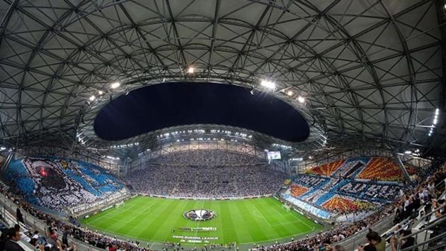 A picture taken with a fisheye lens covers the UEFA Europa League first-leg semi-final football match between Olympique de Marseille and FC Salzburg.(Getty Images)