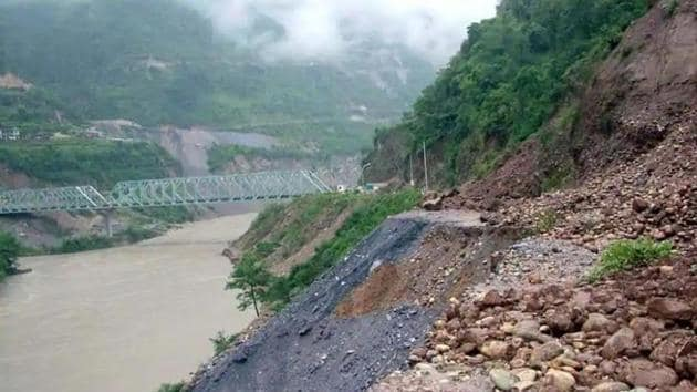 A glacial lake was formed in 2004 after a landslide in the Tibetan Himalayas on the banks of the Pareechu, causing water to build up into an artificial lake spread over 200 hectares and 60 metres deep. The lake burst on June 26, 2005.(PTI file photo)