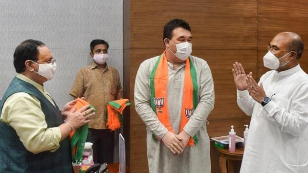 BJP president JP Nadda greets Manipur Chief Minister N Biren Singh and Okram Henry, who along with four other Congress MLAs joined BJP, at party headquarters in New Delhi.(PTI)