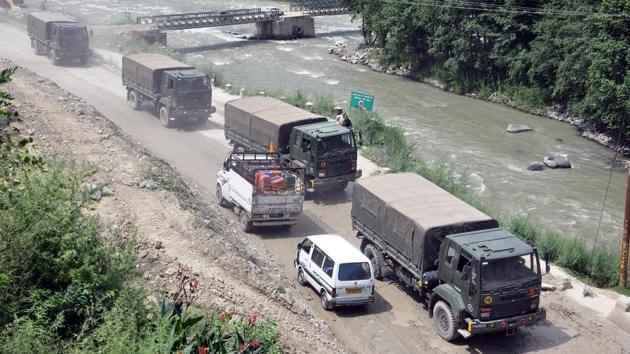 Army convoy moves towards the Ladakh via Manali-Leh highway in Kullu.(ANI File Photo)