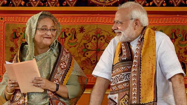 Prime Minister Narendra Modi with his Bangladeshi counterpart Sheikh Hasina during the annual convocation of Visva Bharati University in Birbhum in 2018.(PTI File Photo)