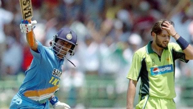 MS Dhoni during an ODI against Pakistan(Twitter)