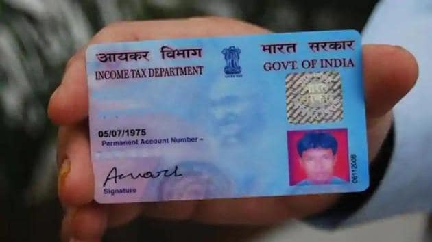 A PAN and Aadhaar linkage will help tax officials to keep a tab on tax evaders, officials said.(HT File Photo)