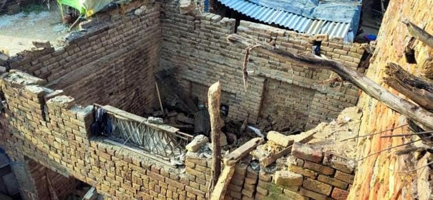 The house after its roof collapsed in the Jammu Basti area of Abohar town, on Friday.(HT Photo)