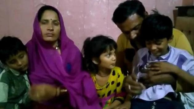 Janta Mali , a Pakitani national with her Indian husband Leelaram and heir children.(HT PHOTO)