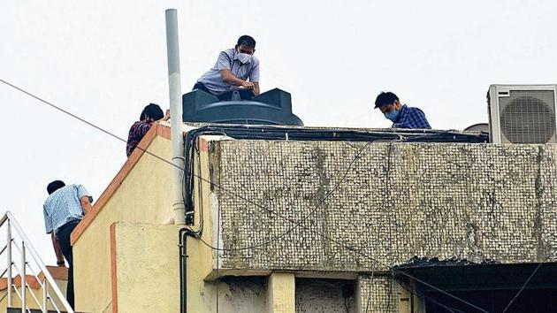 CBI officials and forensic experts at Rajput's home in Mumbai. (HT Photo)