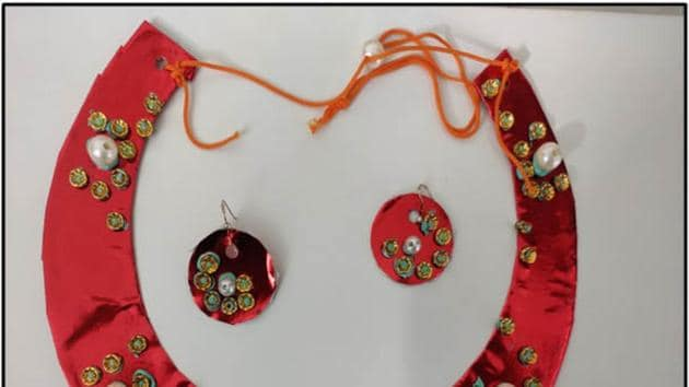 Participants made attractive pieces of art and jewellery(HT Photo)
