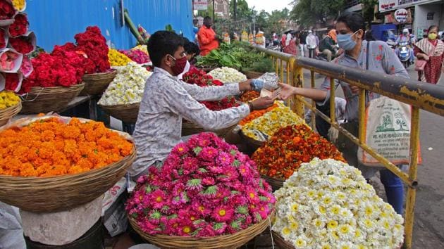 Intrigued by the formation of a leather-like white layer on unused piles of flowers, Phool.co's R&D team discovered the growth of a micro-organism which used flower petals as a nutritional source.(HT Photo)