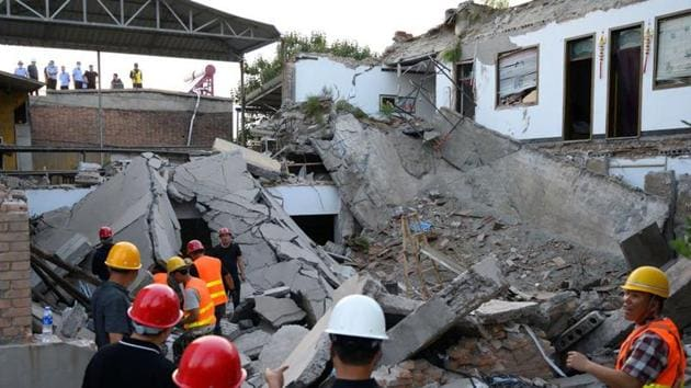 Hundreds of rescue workers using sniffer dogs, cranes and high-tech sensors had searched the rubble, lifting slabs of concrete in hopes of freeing survivors.(Reuters Photo)