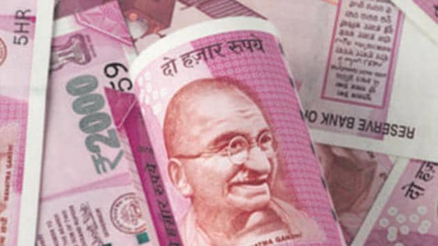 During the trading session, the Rupee witnessed an intra-day high of 73.25 and a low of 73.80 against the US dollar.(Getty Images/iStockphoto)