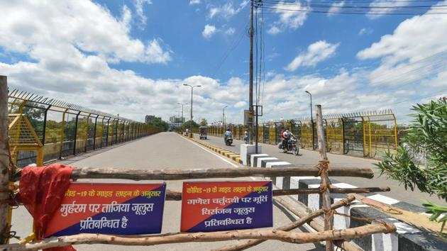 Lucknow: Barricades block a road during the weekend lockdown amid the ongoing coronavirus pandemic in Lucknow, Uttar Pradesh.(PTI)