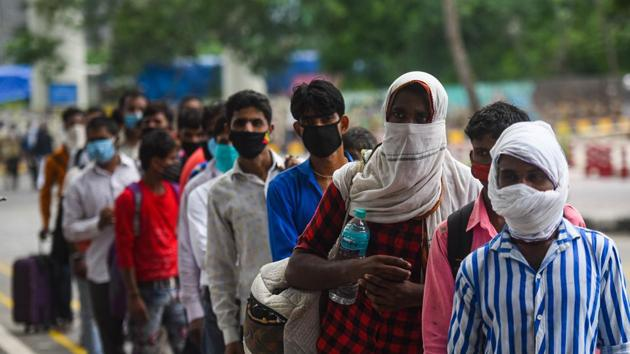 Migrant workers arriving from other states wait their turns for rapid antigen tests for COVID-19 at Anand Vihar bus terminal in New Delhi.(Amal KS/HT PHOTO)