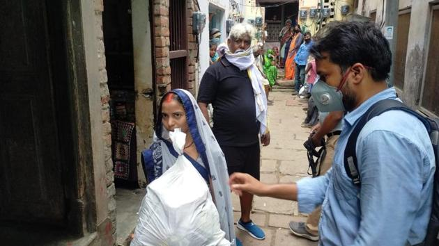 Each kit contained 5 kg flour, 5 kg rice, 2 kg gram, a packet of spice and other eatables. Out of 350, 100 kits were distributed among the families of the boatmen by Upadhyay and his team of social workers. (HT Photo)