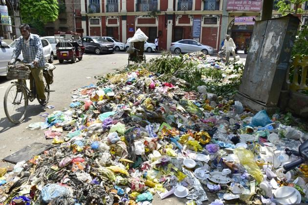 Garbage lying in front of the Arya Girls Senior Secondary School at Lohgarh in Amritsar on Tuesday.(Sameer Sehgal/ht)