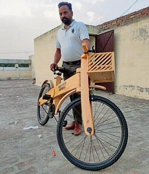 Carpenter Dhani Ram Saggu made the wooden cycle as he could not afford a regular one. He is now receiving orders from South Africa, Canada, Jalandhar and New Delhi.(HT Photo)