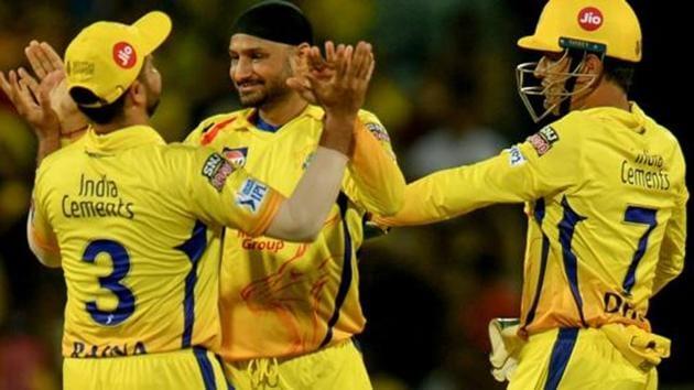 Chennai Super Kings cricketer Harbhajan Singh (C) along with Mahendar Singh Dhoni (R) and Suresh Raina (L)(AFP)