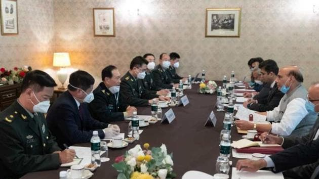 Rajnath Singh, India's defence minister meets General Wei Fenghe in Moscow at the SCO meet.(Xinhua)