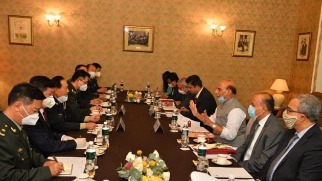 Defence minister Rajnath Singh and Chinese defence minister Wei Fenghe at the SCO meet, in Moscow.(@rajnathsingh)