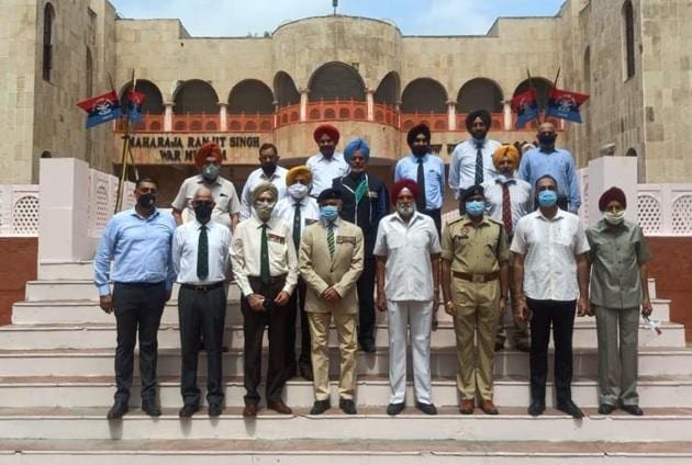 Battle honour day of the 2 Sikh regiment was observed at the 2 Sikh War Memorial at Maharaja Ranjit Singh War Museum here on Sunday.(HT Photo)