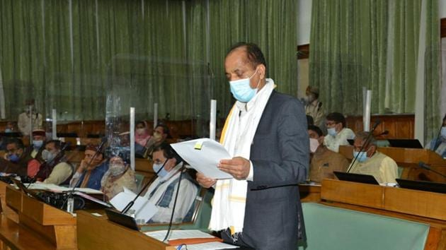 Chief minister Jai Ram Thakur addressing the assembly on the first day of the monsoon session in Shimla on Monday.(HT photo)