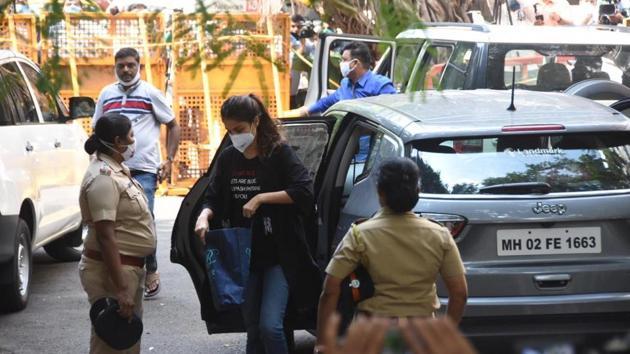 Rhea Chakraborty reached NCB office in Mumbai at around 10:30 am on Tuesday.(Bhushan Koyande/HT Photo)