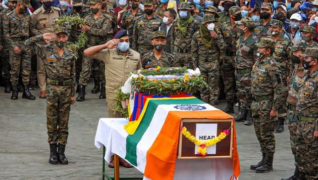 Army officials pay tribute to Special Frontier Force (SFF) commando Nyima Tenzin during a wreath-laying ceremony in Devachan, Leh.(PTI)